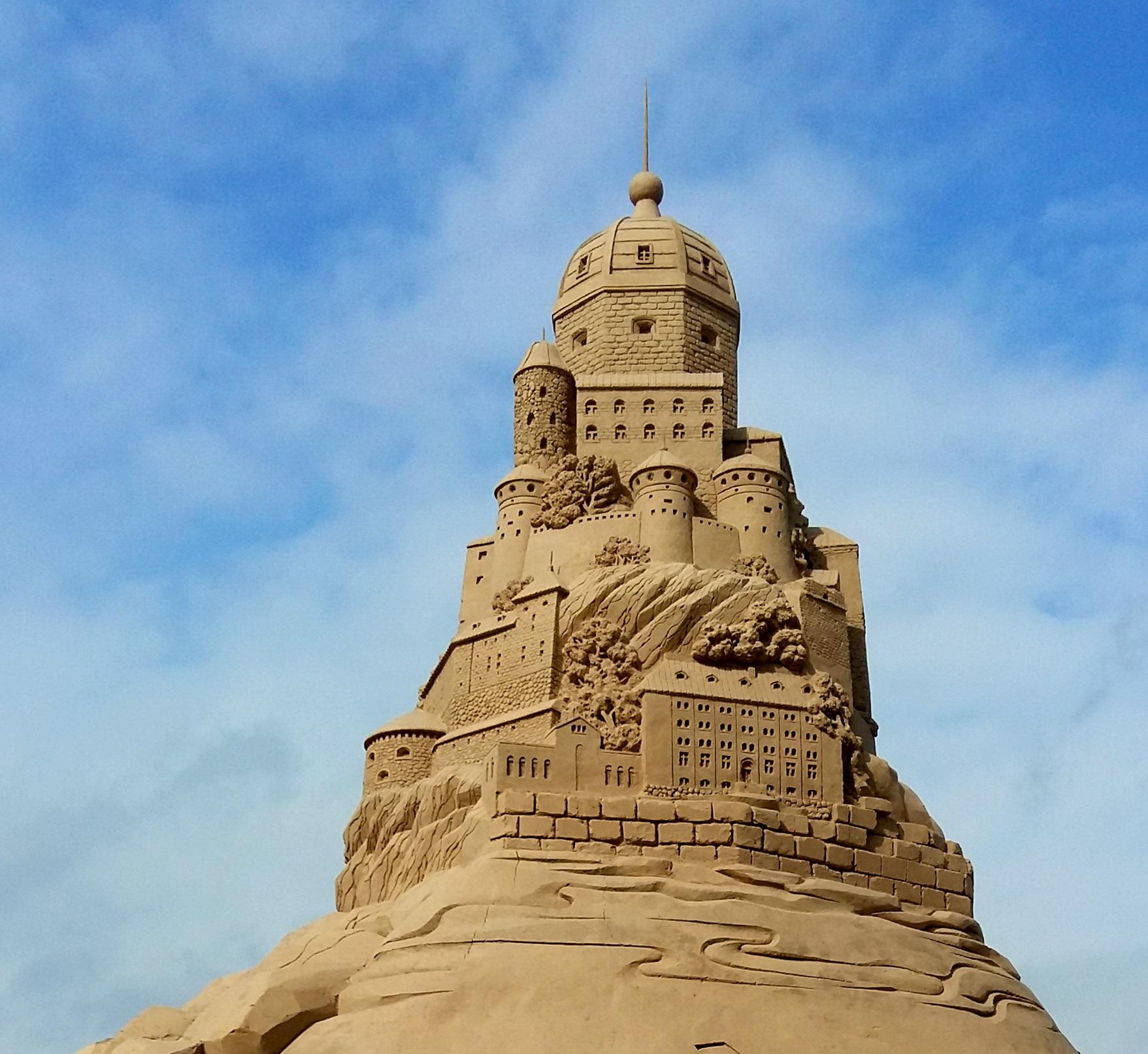 По мотивам АС. Город счастья из песка